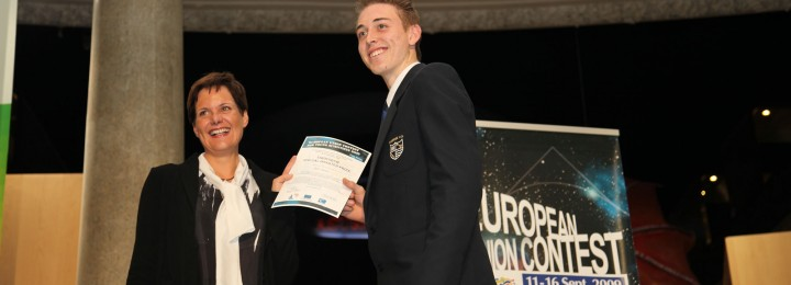 Jake Martin receiving his prize at the contest in 2009