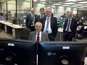 picture of ITER Director General Osamu Motojima in the JET control room