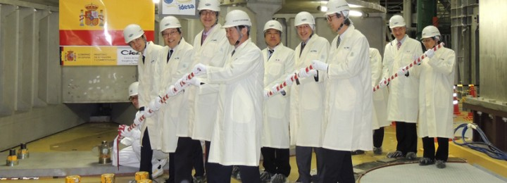 Dignitaries gather their strength before tightening the bolt on the first component of JT60-SA, supplied by CIEMAT, in Spain.