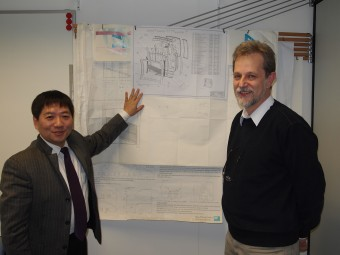 Yuntao Song und Jean-Marie Noterdaeme with the drawing of the new ICRH antenna for ASDEX Upgrade