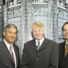 L to R : Jérôme Paméla (EFDA Leader), Norbert Holtkamp (ITER Principle Deputy Director General), Duarte Borba (Head of the Offi ce of the EFDA Associate Leader for JET).