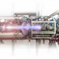 Composite view of the plasma beam in the upgraded Magnum-PSI facility. (Image: DIFFER)