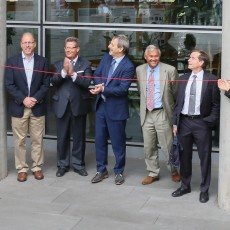 Together with Minh Quang Tran, the former CRPP Director (on the left), the current Director of the Swiss Plasma Center, Ambrogio Fasoli (rightmost) reveals the new name of the institute in Lausanne. Thomas Rizzo (Dean of the EPFL Faculty of Basic Sciences), Bruno Moor (Swiss State Secretariat for Education, Research and Innovation) along with Tony Donné (EUROfusion Programme Manager), Jérôme Pamela (Chair of EUROfusion General Assembly) and Simon Webster (Head of Unit 'Fusion Energy' in the European Commission) are watching the opening ceremony.  (Image: Alain Herzog/EFPL)