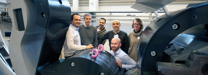 A recent visit of the agency Fusion for Energy (from left to right: Emilio Ruiz Morales, Salvador Esqué, Aris Apollonatos, Carlo Damiani, Carine Van Hille, Philip Bates) at the Finnish Research Unit gives a feeling of the actual size of an ITER divertor cassette. VTT in Tampere deals with the remote handling of the divertor cassette mock-up. Picture: Fusion for Energy