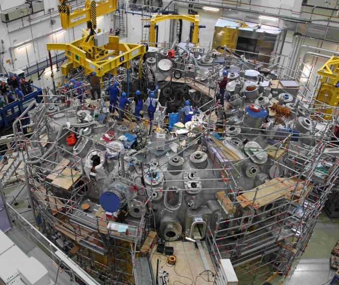 The stellarator W7X – the modern endeavour to compare stellarators to the long-time favoured tokamaks. Picture: IPP/ Tino Schulz