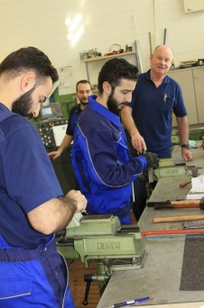 Three Syrian refugees have found their way to the workshop of the Max Planck Institute for Plasma Physics in Greifswald. They are being trained in precision instrument making.