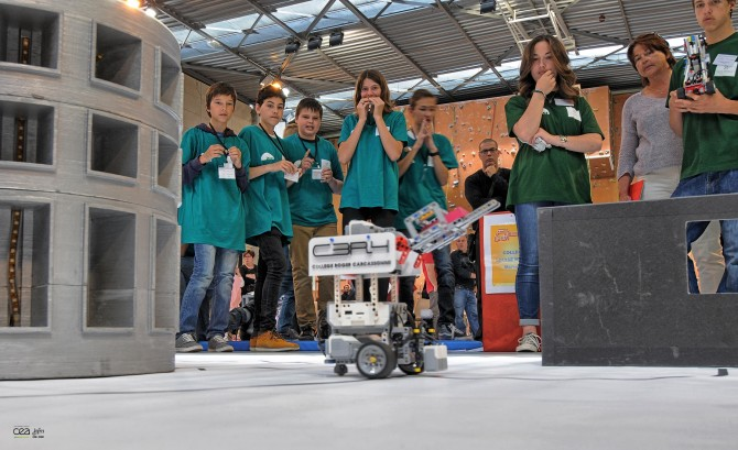 "Contestants following ""their"" robot during the ITER robots competition last year. Pictures: Agence ITER France"