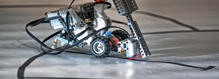 A robot conquers a given circuit. The fastest and the most precise will win.